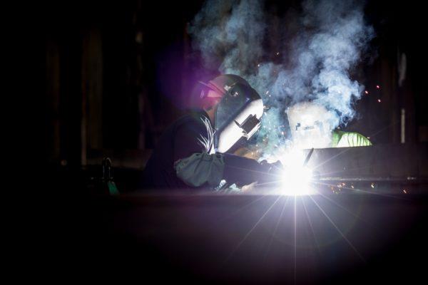 Pourquoi la règlementation est stricte sur la prévention des risques liés aux fumées de soudure dans les industries ?
